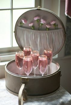 Perfect for adding an elegant, feminine touch, play up presentation by placing champagne flutes inside a vintage-inspired suitcase. Party Drinks, Tea Party, Rosa Cocktails, Prosecco Cocktails, Martinis, Sangria, Vintage Hat Boxes, Gris Rose, Pink Bubbles