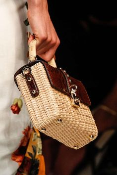 Dolce & Gabbana - #Dolce #Gabbana Wooden Bag, Basket Bag, Knitted Bags, Leather Pouch, Handmade Bags, Bag Accessories, Purses And Bags, Creations, Business News