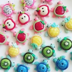 Adorable kawaii fruit turtle polymer clay charms - darling, aren't they? Fimo Kawaii, Polymer Clay Kawaii, Polymer Clay Charms, Polymer Clay Projects, Diy Clay, Clay Crafts, Kawaii Fruit, Polymer Clay Turtle, Polymer Clay Figures