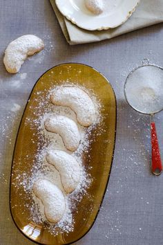 Kourabiethes (Greek shortbread buiscuits)
