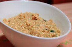 Patê de Atum com Delicias do Mar e Pickles - Mistura-se tudo e tritura-se no liquidificador ou com varinha mágica até ficar uma pasta homogénea. Sirva acompanhado de umas mini-tostas.