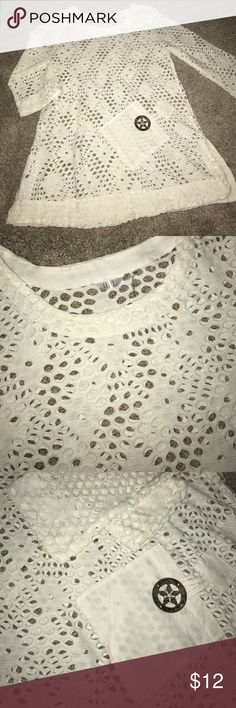 Women's kaktus crochet tunic In excellent condition, women's kaktus size medium with button/ pocket detail. Small slit on both sides and 3/4 length bell sleeve. Perfect to wear with leggings and boots, accepting offers kaktus Tops Tunics