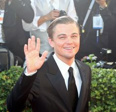 Leonardo DiCaprio Photos - Celebs arrive at the 2005 Golden Globe Awards at the Beverly Hilton Hotel in Bevery Hills, CA. Most Beautiful Man, Beautiful People, Hello Gorgeous, Titanic 2, Leonardo Dicaprio 90s, Bae, Hooray For Hollywood, Hollywood Actor, Celebs