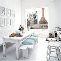The latest tips and news on Country Style are on house of anaïs. On house of anaïs you will find everything you need on Country Style. Dining Table Bench Seat, Dining Area, Kitchen Dining, Cosy Kitchen, Kitchen Seating, Small Dining, Dining Rooms, Sweet Home, Living Etc