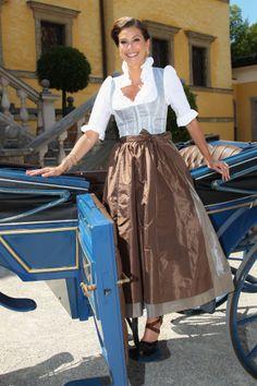 Teri Hatcher im Dirndl von Tostmann (Salzburg, 31.07.12)