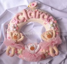 Photo only of these adorable little teddy ballerinas wreath...all in felt, very detailed, and would be awesome for a baby gift or a little girl's room...not too hard to imagine how to construct one yourself of your own design...this site has other patterns for holidays, NOT in English
