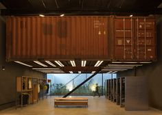 BBC Arquitectos puts shipping containers in Le Utthe store