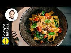 Těstoviny s krůtím masem, chřestem a rajčaty - Marcel Ihnačák - RECEPTY ... Marceline, Lidl, Penne, Curry, Ethnic Recipes, Food, Youtube, Meal, Essen