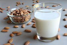 Το γάλα αμυγδάλου είναι μια εναλλακτική πηγή πρόσληψης θρεπτικών στοιχείων για όσους δεν θέλουν να πίνουν γάλα ζωικής προέλευσης ή έχουν δυσανεξία στη λακτόζη. Αποτελεί σημαντική πηγή ασβεστίου, είναι ήπιο για το στομάχι και χωνεύεται πολύ εύκολα.