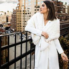 White mood! Inspiração de hoje fica por conta do look total white, escolha perfeita da⭐️F🌟Hits @camilacoelho em shooting exclusivo em NY.  New Collection AW17 #BeYourself    Trench Coat + Echarpe Pelo :: 1171241    #SoulRS #BeYourself #camilacoelho #inverno2017 #reginasalomao #NewCollection #FashionTrends #trenchcoat #totalwhite