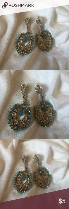 Gold and blue drop earrings, gorgeous 💎 Turquoise blue stones and gold earrings Beautiful! EUC- No stones missing Smoke and pet free home 💕 Jewelry Earrings