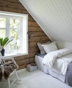 ?1001+ idées déco de chambre sous pente cocoon. Attic Bedroom DesignsAttic BedroomsBedroom IdeasLoft ... & Attic Bedroom Design and Décor Tips | Pinterest | Small attic ...