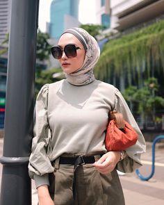 Modern Hijab Fashion, Muslim Women Fashion, Street Hijab Fashion, Hijab Fashion Inspiration, Fashion Outfits, Casual Hijab Outfit, Hijab Chic, Modele Hijab, Hijab Fashionista