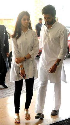 Riteish Deshmukh and wife Genelia D'Souza at the prayer meet of Priyanka Chopra's father Indian Attire, Indian Wear, Indian Outfits, Indian Western Dress, Western Dresses, Indian Celebrities, Bollywood Celebrities, Genilia Dsouza, Indian Wedding Deco