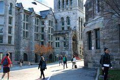 Les pavillons de cours de l'université de Mc Gill à Montréal. Plus sur le blog !