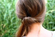 What's the Difference Between a Bun and a Chignon? - How to Do a Chignon Bun – Easy Chignon Hair Tutorial - The Trending Hairstyle Side Ponytail Hairstyles, Side Ponytails, Easy Hairstyles, Updo Hairstyle, Prom Hairstyles, Hairdos, Easy Chignon, Chignon Hair, Quick Updo