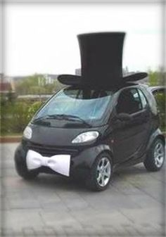 top hat smart car...this just makes me giggle