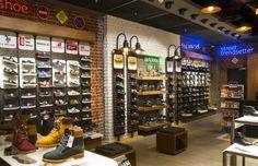 Картинки по запросу Интерьер обувного магазина