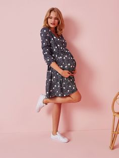 This little loose-fitting dress adapts to your changing shape throughout the months and can be worn after pregnancy! Printed and with fine lace stripes, wear it with a pair of trainers for a casual urban look that everyone loves! Maternity Sale, Maternity Dresses, Urban Looks, After Pregnancy, Trainers, Stripes, Shape, Printed, Casual