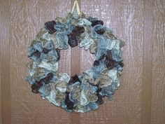 What to do with extra Sashay yarn? Here& my idea, make a Sashay wreath. Here& the directions: wreath of your choice. Ruffle Yarn Projects, Sashay Yarn Projects, Cute Sewing Projects, Knitting Projects, Crochet Projects, Crochet Wreath, Crochet Crafts, Yarn Crafts, Sashay Crochet