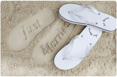 These Just Married Flip Flops are an awesome and romantic gift to any newly weds! They are available in different colors and very comfortable as well! Wedding Pins, Dream Wedding, Wedding Day, Wedding Beach, Beach Weddings, Wedding Stuff, Destination Wedding, Romantic Weddings, Wedding Dreams