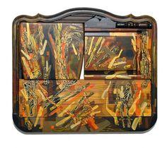 """A exposição """"Profano"""" no artista paulista Ciro Schu na Tag Gallery feita com móveis e instrumentos musicais descartados - o lixo vira arte! Vem ver mais aqui"""