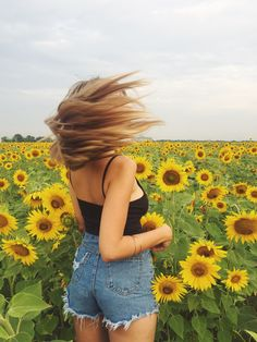 Sunflower Power Sunflower Feild, Sunflower Field Pictures, Sunflower Pics, Fall Pictures, Pretty Pictures, Sunflower Photography, Cute Instagram Pictures, Photoshoot Themes, Selfies
