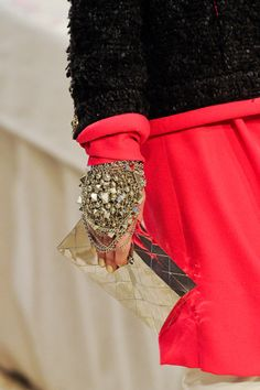 can you even believe these fabulous gloves? (i. will. make. them.)