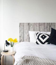 No es madera, es la tela Lisel de IKEA montada sobre un bastidor. ¡GENIAL!