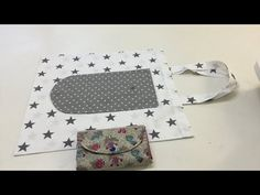Tuto coudre un sac pliable - Tuto Couture Madalena - YouTube Sewing Patterns Free, Sewing Tutorials, Sewing Projects, Folding Shopping Bags, Clutch Bag Pattern, Simple Bags, Sewing Techniques, Bag Making, Youtube