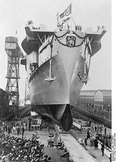 Kriegsmarine aircraft carrier the Graf Zeppelin, Zeppelin, Naval History, Military History, Navy Aircraft Carrier, Merchant Marine, Ww2 Photos, Aircraft Design, Navy Ships, Submarines