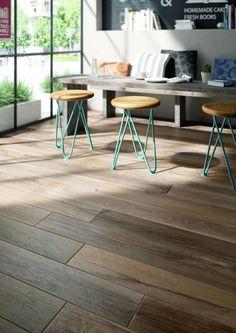 Als Vorlage dienten Holzlatten alter Likörfässer. Das Resultat ist ein warmes, wohnliches Material mit strukturellen und farblichen Abstufungen.