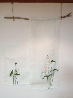 연잎을 수놓은 모시 벽걸이 : 네이버 블로그 Crochet, Embroidery, Stitch, Oversized Mirror, Wall Art, Crafts, Furniture, Home Decor, Scrappy Quilts