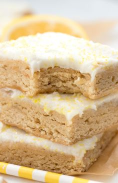 Lemon Blondies - this easy blondie recipe is full of lemon flavor with a burst of lemon icing! This is the BEST lemon blondie recipe!