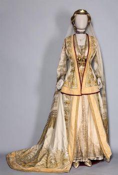 Φορεσιά Χειροφιλίματος εποχής Βασιλίσσης Όλγας. - Benaki.gr
