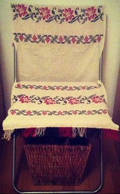 Romanian traditional cloth Romania, Accent Chairs, Interiors, Urban, Traditional, Blanket, Amazing, Clothes, Home Decor