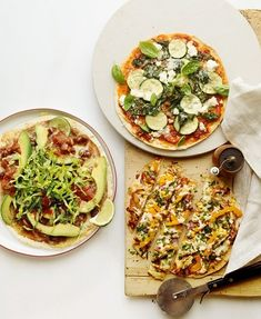 EASY-PEASY TORTILLA PIZZAS: If you love an ultra-thin crust or you're cutting back on carbs, meet your new favourite pizza: it's supercrisp, with zero sogginess. Even better, the Skinny Veggie Pizza is just 1 – and that's for the whole pizza Vegetable Snacks, Veggie Pizza, Pizza Recipes, Vegetarian Recipes, Healthy Recipes, Tortilla Pizza, Favourite Pizza, Good Pizza, Recipe For Mom