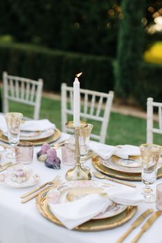 Wedding styling #wedding #weddingingreece #amandavlastara Greece Wedding, Wedding Styles, Destination Wedding, Table Settings, Weddings, Table Decorations, Home Decor, Wedding In Greece, Decoration Home