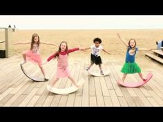 Wobbel: A day at the beach - YouTube