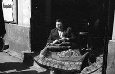 Szőnyegbolt a Dohány utca 48. alatt Old Pictures, Old Photos, Budapest, Utca, Historical Photos, Hungary, Traditional, Historical Pictures, Antique Photos