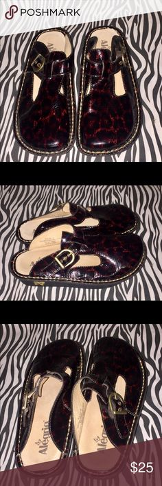 Algeria by PG Lite Burgundy/ brownish/Black Mules. Burgundy/Brownish and Black with buckle. 1.25in platform. Leather upper and Lining. Worn once with lite signs of wear do to being stored. Not sure if they are a size 6 or 7 . They measure over 9.5in in length also not to sure of the color if they are Burgundy or Brown. Sorry ! Alegria by PG Lite Shoes Mules & Clogs