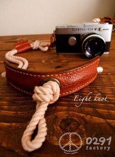 :エイトノットカメラストラップ:ロープとタンニンなめしのオイルレザーを使ったミラーレス一眼、コンデジ、トイカメラ用の2点吊りオリジナルカメラストラップです。[... ハンドメイド、手作り、手仕事品の通販・販売・購入ならCreema。