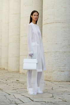 Givenchy Resort 2018 Fashion Show Collection: See the complete Givenchy Resort 2018 collection. Look 17 Fashion 2018, Runway Fashion, Fashion Outfits, Womens Fashion, Fashion Trends, Givenchy, Mundo Fashion, Twin Set, White Collar