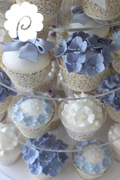 A fresh soft cornflower blue and bluebell coloured floral cupcakes.