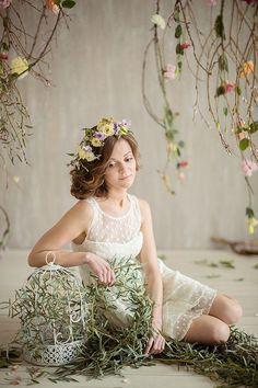#bridal_updo #bridal_hair #bridal_shower #flower_crown   Photography: Karina Savina   Flowers and Decor: Marzipan Wedding Studio   MUAH: Elstile   Location: ARENA Photo-studio   more on http://bridetips.ru/%D1%86%D0%B2%D0%B5%D1%82%D1%83%D1%89%D0%B8%D0%B9-%D0%B2%D0%B5%D1%81%D0%B5%D0%BD%D0%BD%D0%B8%D0%B9-%D0%B4%D0%B5%D0%B2%D0%B8%D1%87%D0%BD%D0%B8%D0%BA/