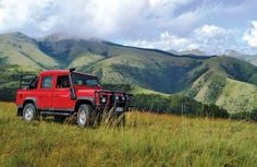 Mentoff Koch's fiery Defender DC in the hills above Barberton. Offroad, Places To Travel, South Africa, 4x4, Trucks, Cars, World, Off Road, Destinations