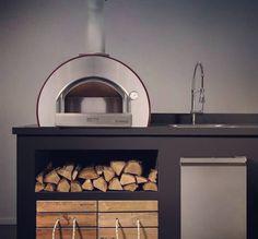 Pizza pec 5 MINUTI je najpredávanejší model. Jej rozmery sú kompaktné a veľmi praktické. Jedná sa o kompaktnú pec na pečenie pizze a chleba s kolieskami navrhnutými tak, aby sa s pecou dalo pohodlne manipulovať. #alfa1977 #pizzaoven #oven #pec #pizzapec #pizza #woodoven #wood #terrasse #homeoven #design #alvex #gastronomy #food #design #homedesign Alfa Alfa, Ovens, Food Design, Buffet, Cabinet, Furniture, Home Decor, Clothes Stand, Decoration Home