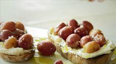 Bruschetta aux raisins rôtis - Recettes - À la di Stasio Quebec, Olives, Ricotta, Hors D'oeuvres, Bruschetta, Antipasto, Cheesecake, Appetizers, Vegetarian