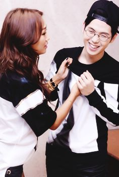 Hyorin and Mad Clown backstage