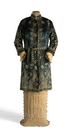 Mariano Fortuny, coat and Delphos dress, 1914.